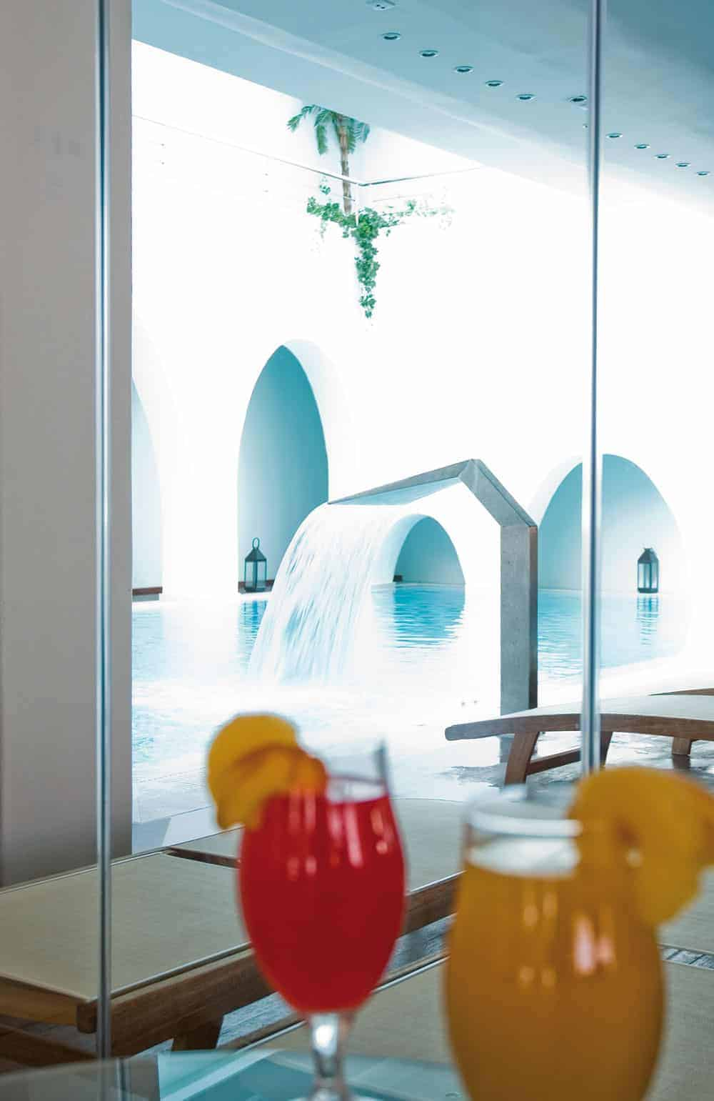 Fruit-Juices-&- Spa Pool at Freshbar